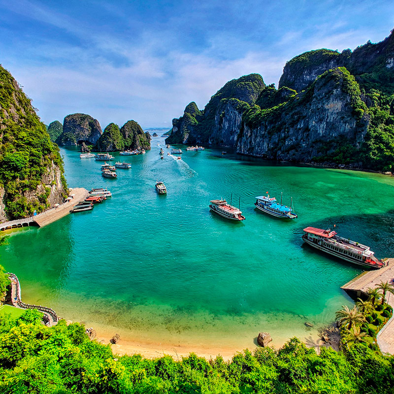 imagen noticia: La Bahía de Halong, donde el dragón desciende al mar